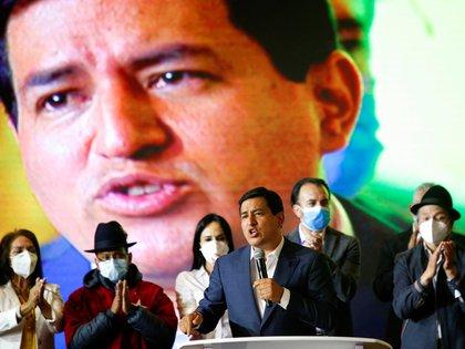 El ex candidato a la presidencia Andrés Arauz habla durante una rueda de prensa en Quito el 11 de abril de 2021 (REUTERS/Santiago Arcos)