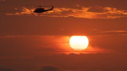 """El Comando Conjunto de las Fuerzas Armadas informó que el accidente se produjo a las 09:15 horas de este sábado """"durante la ejecución de una operación de reconocimiento contra el tráfico ilícito de drogas"""". En la imagen el registro de otro de los helicópteros del Ejército Peruano. EFE/Sergio Urday/Archivo"""