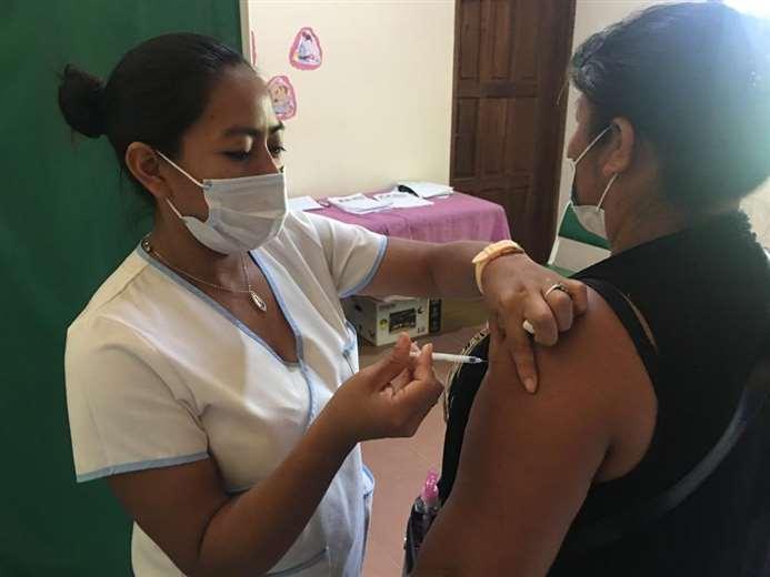Vacunación anticovid en San Ignacio de Velasco/Foto: Carlos Quinquiví