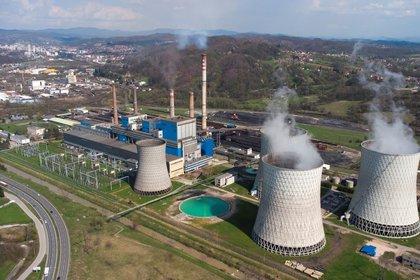 Una planta de energía nuclear en Tuzla, Bosnia y Herzegovina (REUTERS/Dado Ruvic)