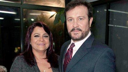 La pareja Peniche Ortiz volvió a unirse Arturo Peniche (Foto: Twitter@CarLon_2020)