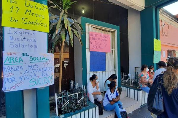 Protestas por cancelación de sueldos Foto: FIDES BERMEJO