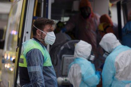 Chile vive desde hace un mes los momentos más críticos de la segunda ola de la pandemia de la covid-19, que se agravó tras las vacaciones de verano y que ha puesto contra las cuerdas al sistema hospitalario. EFE/Alberto Valdés/Archivo