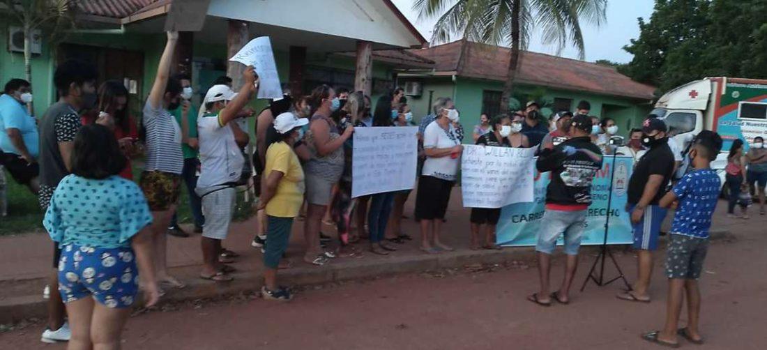 Marcha en San Matías pide la restitución a su fuente laboral para un médico