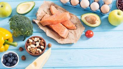 Un plan de alimentación elaborado por un especialista en nutrición es otro punto a tener en consideración (Shutterstock)