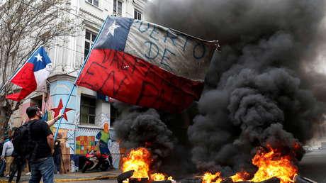 """""""¡Renuncia, Piñera!"""": el grito que recorre Chile en una jornada de huelga general en medio de la pandemia"""
