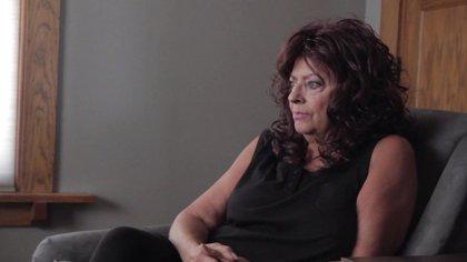 Noreen Gosch creyó en la versión de un testigo que años después habló de una red de pedófilos poderosos, que subastaban niños y hacían orgías