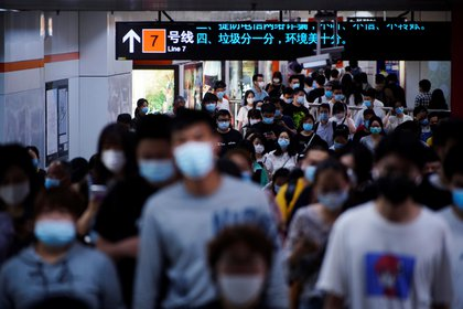 El origen de la pandemia actual estuvo en China. El panel de expertos recomendó que la OMS debe ser fortalecida y que tenga autoridad para mandar investigadores de manera rápida a los países para investigar brotes epidémicos / REUTERS/Aly Song