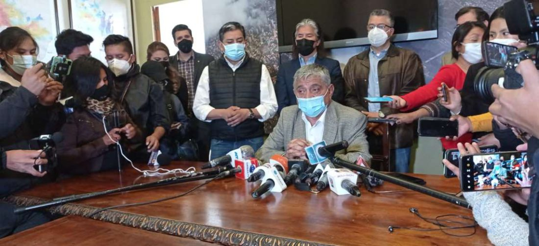 Arias brindó una conferencia de prensa a solo horas de haber asumido el cargo