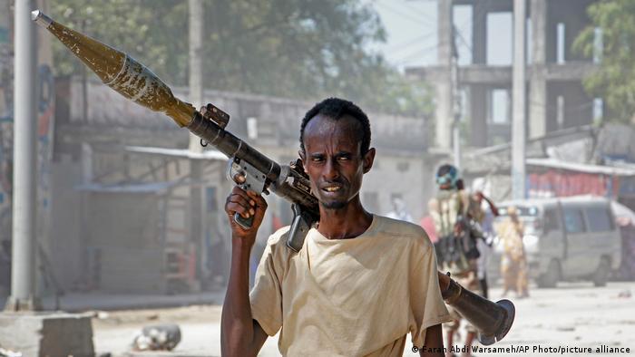 Un soldado opositor durante los choques armados del mes de abril.