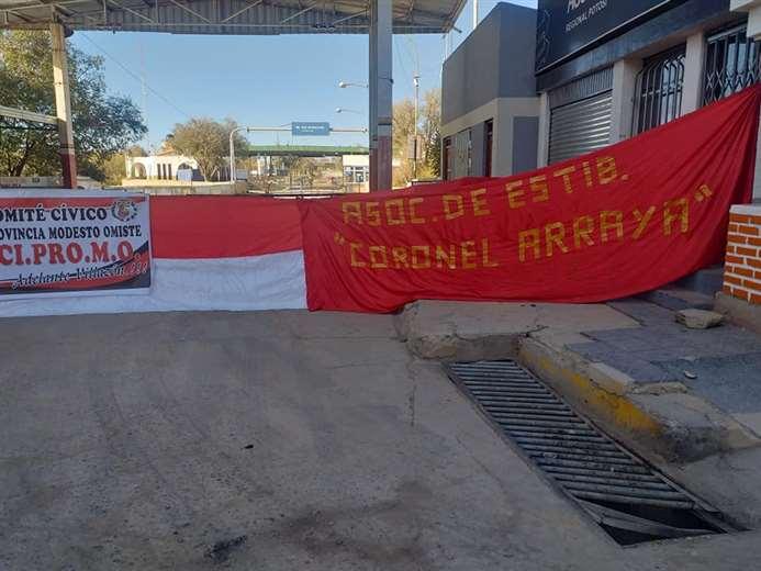Cívicos vuelven a bloquear exigiendo reapertura de la frontera