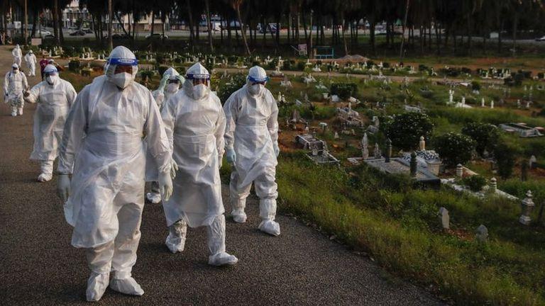 Entre tres y ocho millones de personas han muerto de Covid en todo el mundo en solo 18 meses