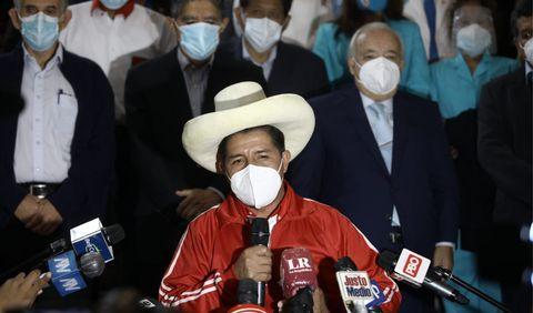 El candidato de Perú Libre Pedro Castillo habló con la prensa e indicó que se dirigirá al país este jueves a las 4.00 p. m. Foto: Aldair Mejia
