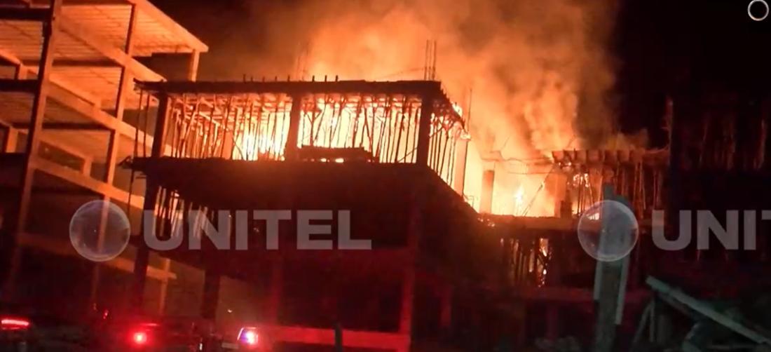Las llamas se encontraban descontroladas en el edificio (Foto: Unitel)
