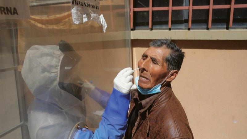 Variante brasileña agrava los casos y llena las UTI en La Paz