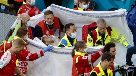 El futbolista danés Christian Eriksen se desploma durante un partido de la Eurocopa
