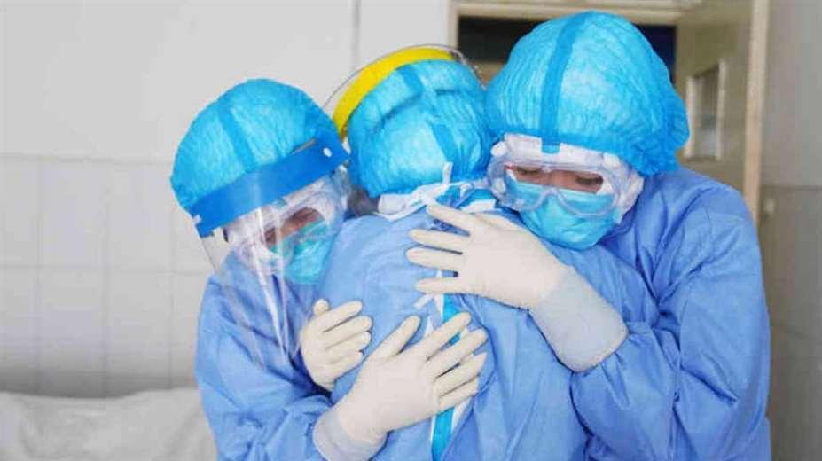 Personal médico se ve superado por el virus/Foto: EL DEBER