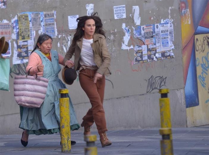 """Susana Condori y Kate del Castillo en una escena de """"La reina del sur3""""/foto APG Noticias"""