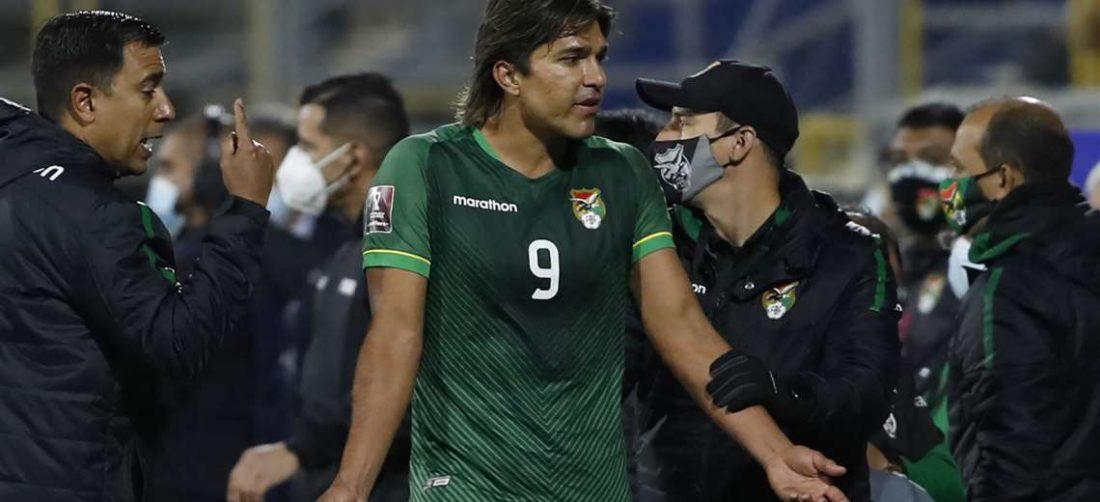 Marcelo Martins parece pedir explicaciones sobre lo que le está pasando. Foto: AFP