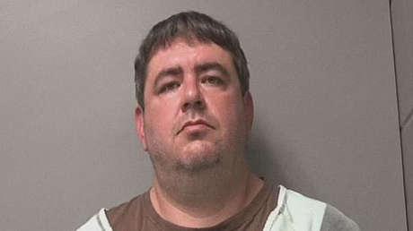 Condenan a 10 años de prisión a un hombre en EE.UU. por atacar y toser a una persona que le pidió que usara correctamente su mascarilla