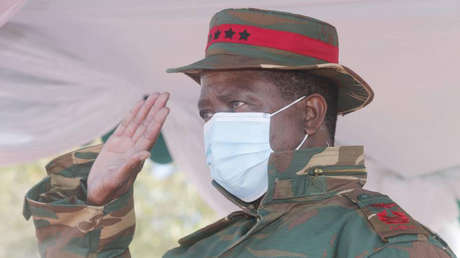VIDEO: Momento en que el presidente de Zambia se desmaya durante un evento militar