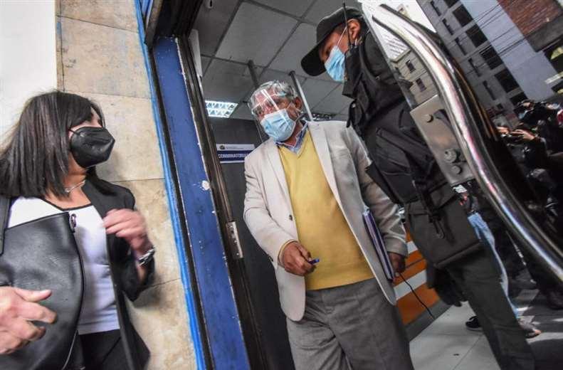 El Alcalde de La Paz, Iván Arias al salir de la Fiscalía (Foto: GAMLP)
