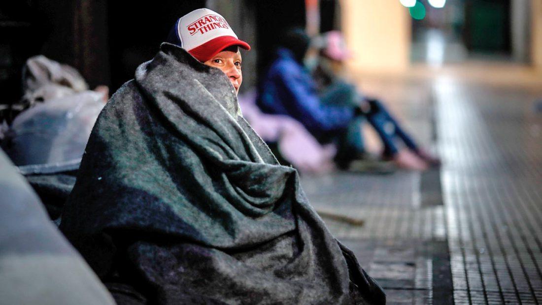 Las personas en situación de calle se niegan a acudir a los paradores tras la llegada del frío invierno y la pandemia. EFE