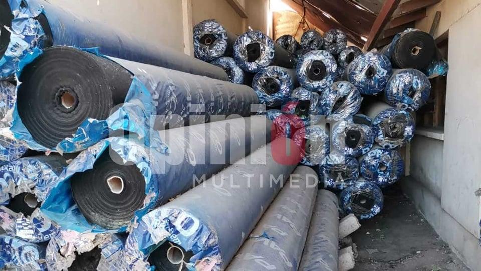 Las tuberías, ya sin utilidad, en el depósito de El Paso. Alejandro Orellana