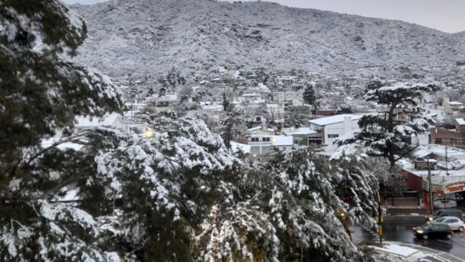 Nevada sorprende a Argentina; hacía 14 años que la ciudad de Córdoba no se cubría de blanco