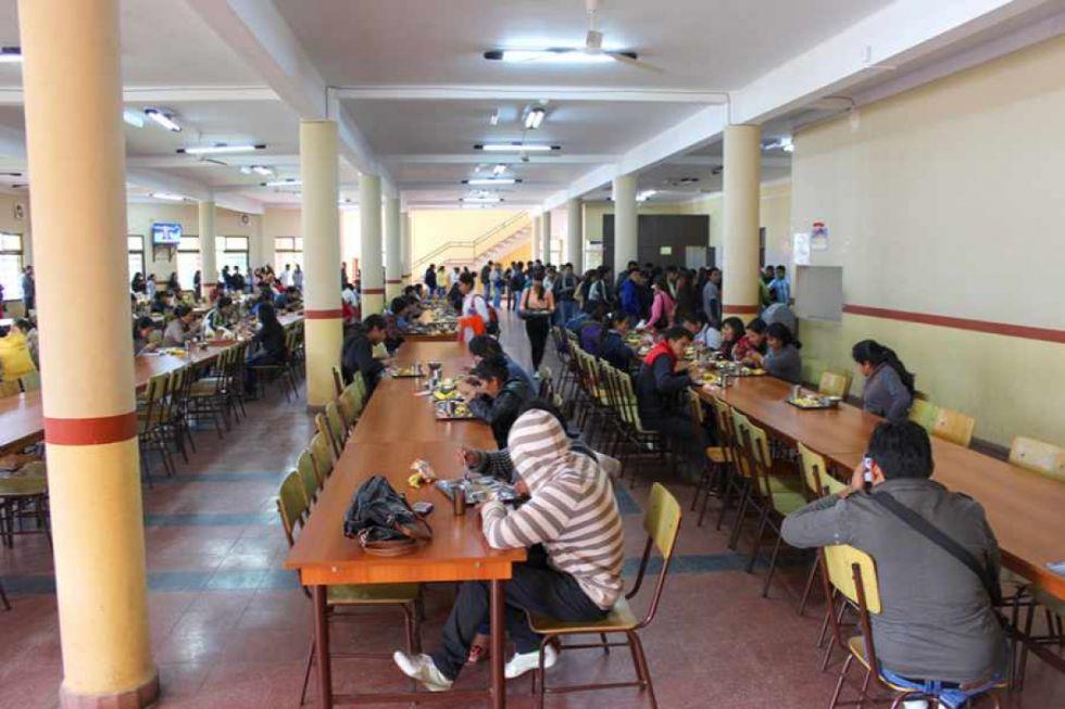 Estudiantes de la UAJMS se movilizan por becas comedor en Tarija