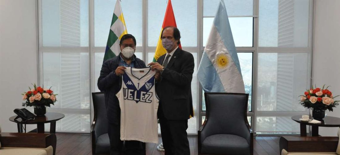 Arce alista una visita a Argentina