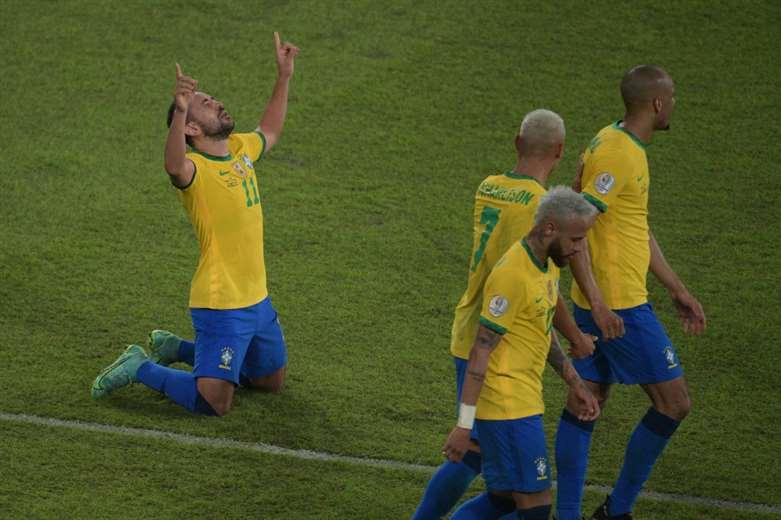 Brasil goleó 4-0 a Perú
