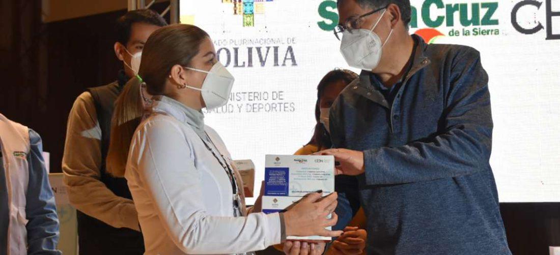 Miembros de las brigadas médicas recibieron los medicamentos que serán distribuidos