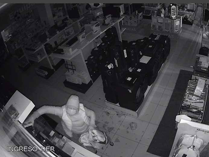 El hombre fue captado por las cámaras de seguridad Foto: Felcc