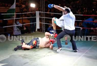 Tabares enfurecido agredió a Farah en el ring. Captura: Unitel