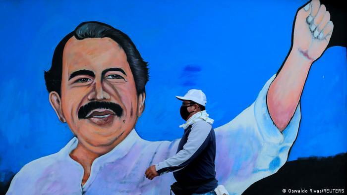 Mural de Daniel Ortega en Managua.