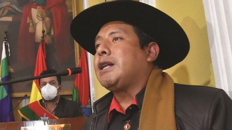 Legisladores tildan de «irresponsable» a gobernador paceño por negarse a comprar vacunas