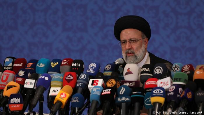 Raisi: Estados Unidos tiene que levantar todas las sanciones opresivas contra el pueblo iraní.