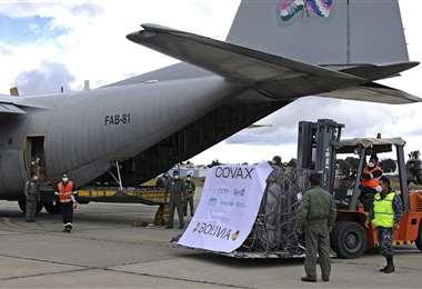 El 21 de marzo arribó a El Alto un cargamento de vacunas del mecanismo Covax. Foto: AFP