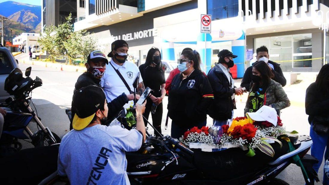 Integrantes de la Resistencia Juvenil Cochala preparan un homenaje póstumo para Alejandro. Foto: NOÉ PORTUGAL