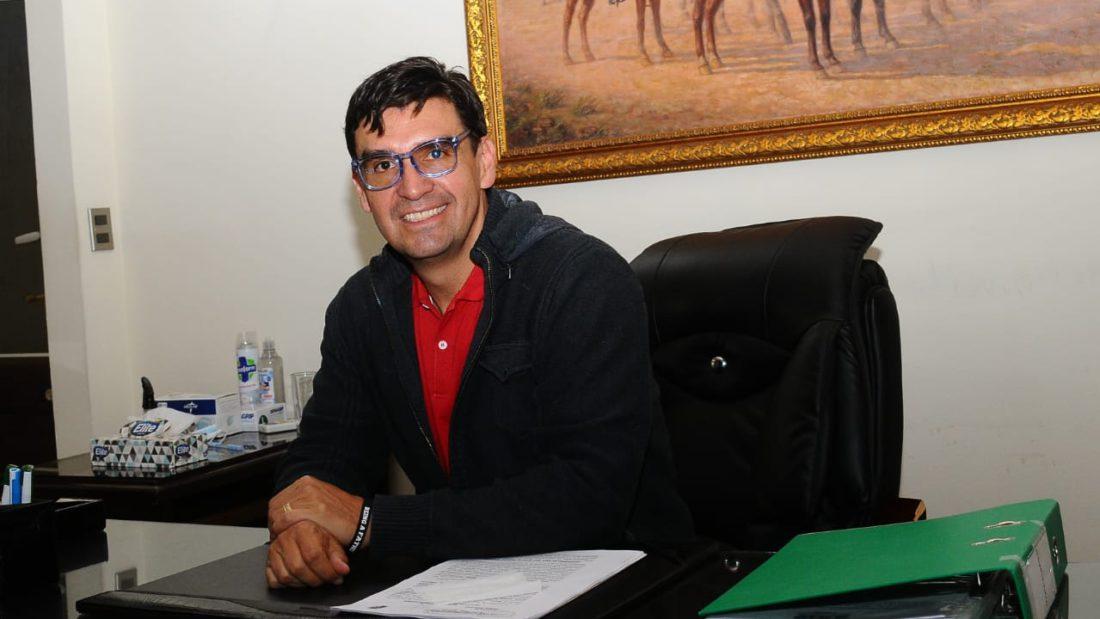 El alcalde electo de Cochabamba, José María Leyes, en su primer día de retorno a la Alcaldía de Cochabamba el 10 de marzo. NOÉ PORTUGAL
