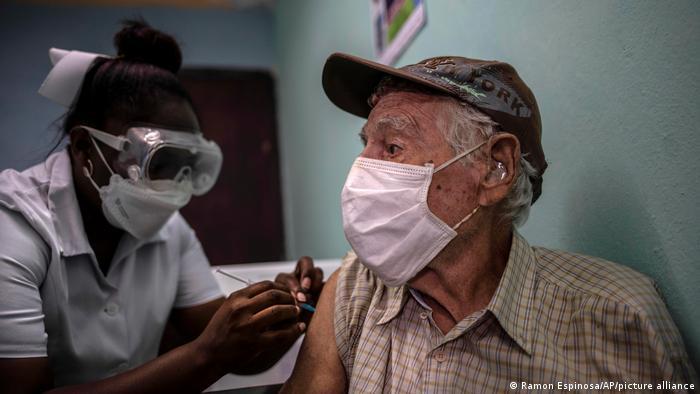 Vacunación con una dosis de Abdala, en Cuba.