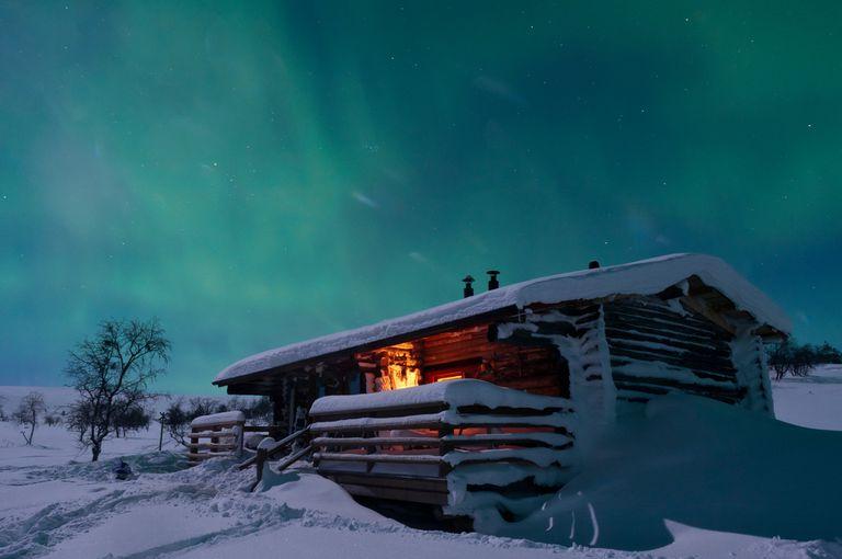 En Finlandia se pueden ver las auroras polares, un fenómeno en forma de brillo o luminiscencia que se presenta en el cielo nocturno