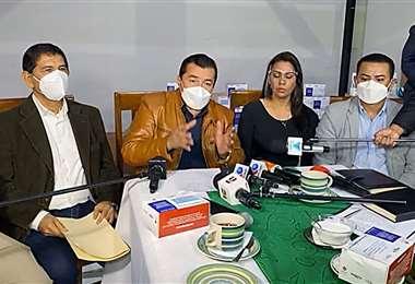 Jhonny Fernández habló con los medios en Porongo. Captura: GMSCZ