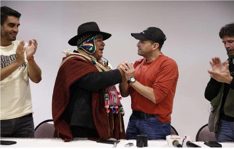 Condori (izq.) recibió a Camacho en La Paz, en 2019. Foto: Roger Barba