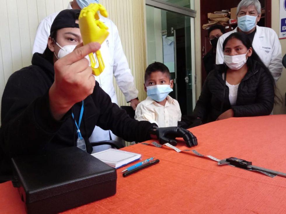 Isaías, el niño que recibirá la primera prótesis 3D en Tarija