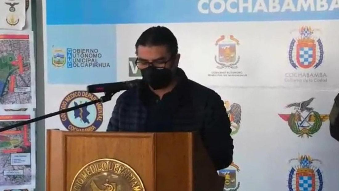 El responsable de Vigilancia Epidemiológica del SEDES, Rubén Castillo, brinda el informe de casos.