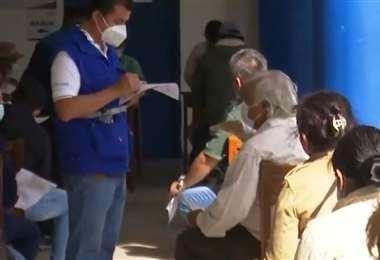 Hubo asistencia masiva a los puntos de vacunación. Foto: Unitel