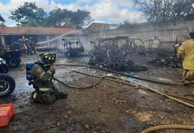 El incendio en el taller ocurrió en la Av. Roca y Coronado. Foto: Mario Rocabado