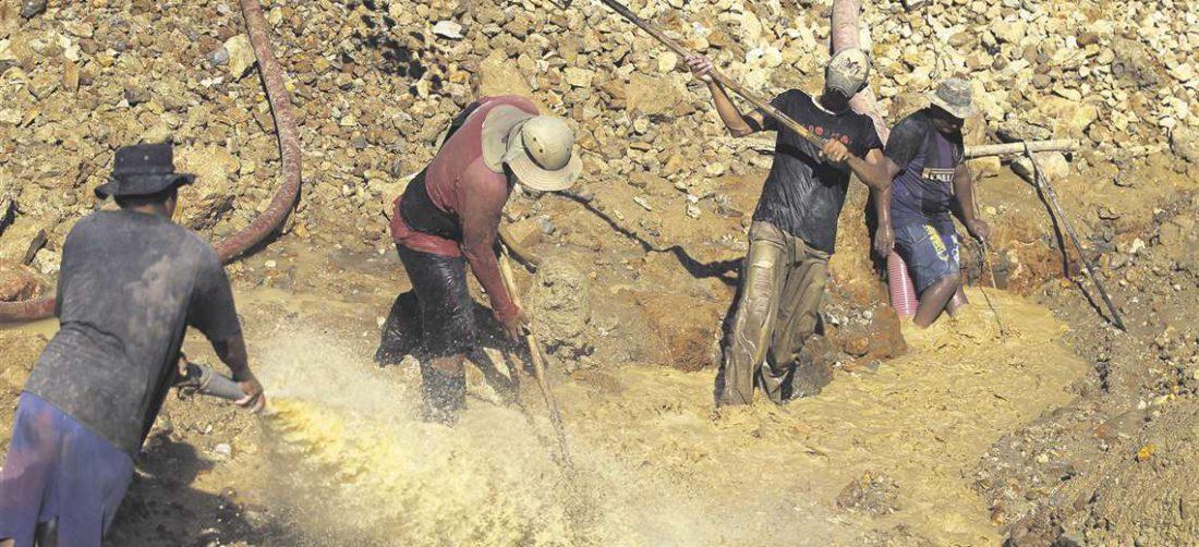 En Bolivia se utiliza el mercurio para extraer oro de los ríos amazónicos